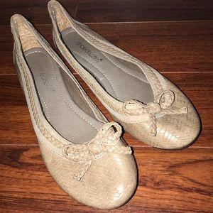 EUC 💛 SHOEDAZZLE | Beige Flat Shoes